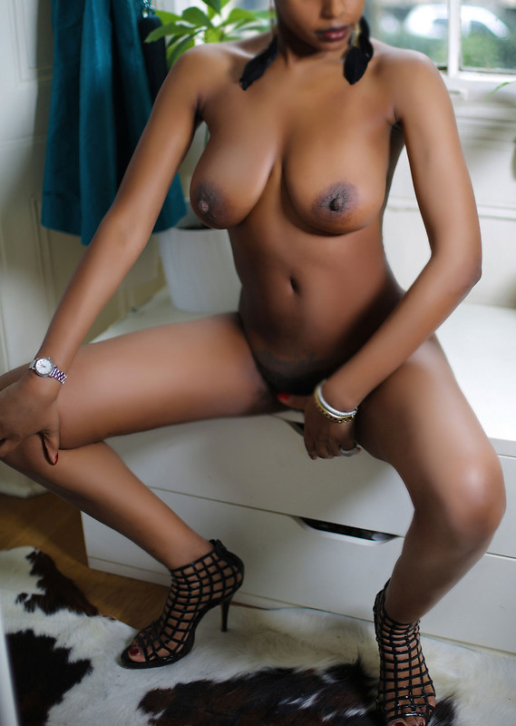 coq nue com black escort girl